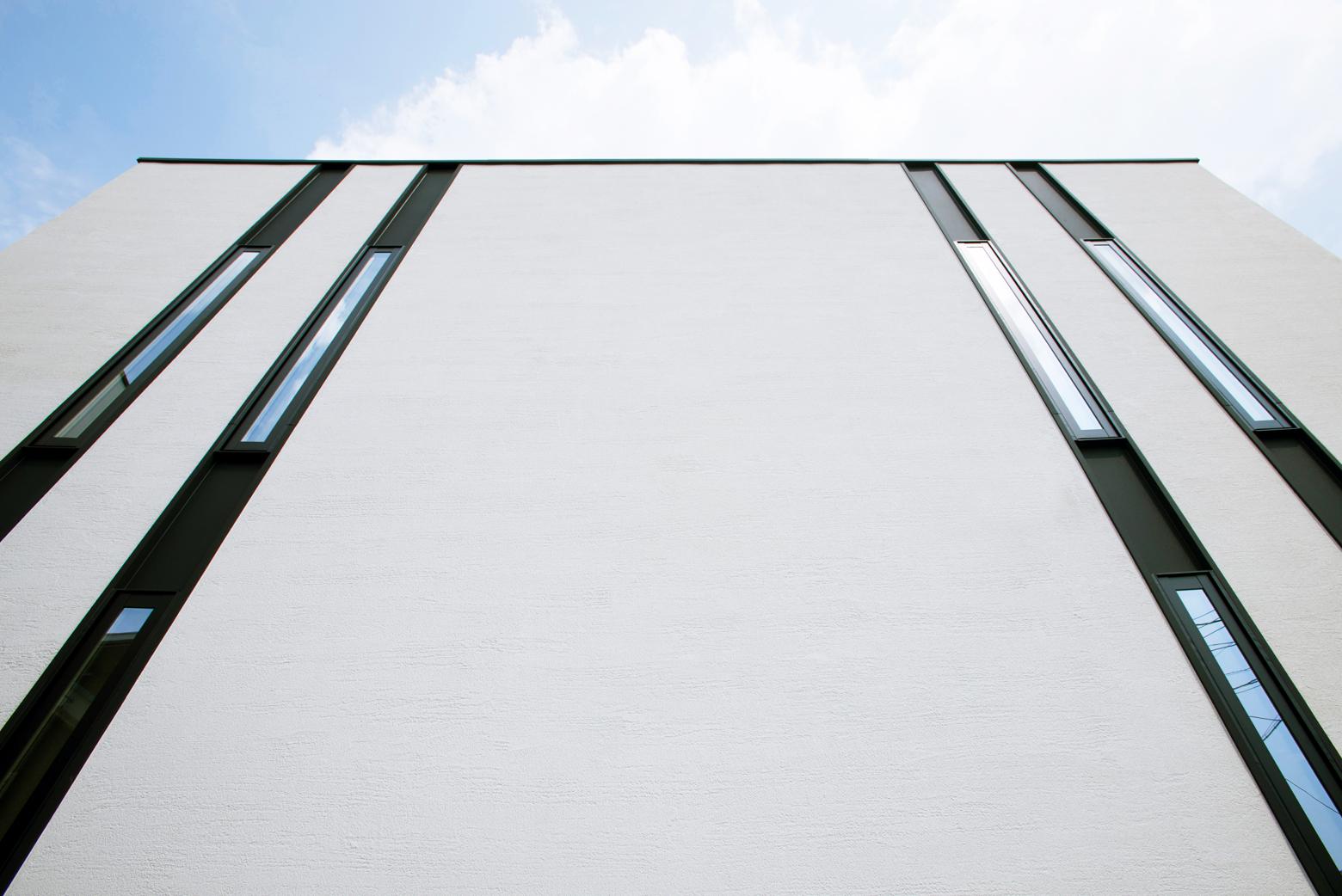 天窓で一日中室内を明るく照らす。